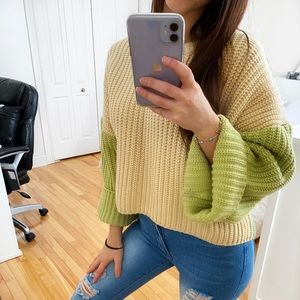 SHEIN SMALL GREEN AND BEIGE SWEATER COLOR BLOCKING